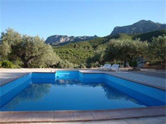 Rasquera, Spain: Casa de Carrasco's swimming pool