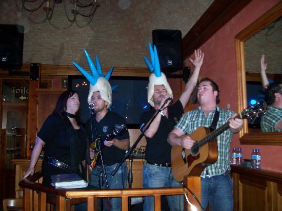 O'shea's Irish Pub: The Bar staff have a laugh