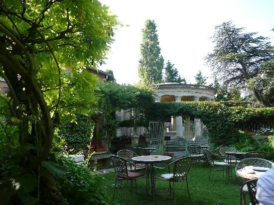 Grignan, فرنسا: le jardin