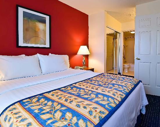 Residence Inn Wilmington Landfall : All new beds and bedding in every suite ensure a great night's rest.