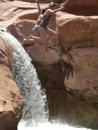 Parco nazionale di Capitol Reef, UT: Leaping into Deep Creek pool