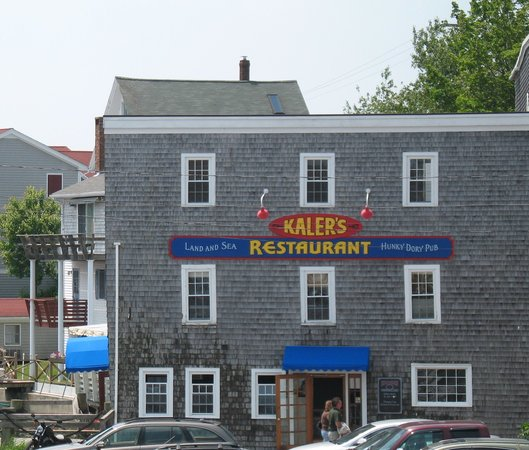 Boothbay Harbor, ME: Side entrance to Kalers as seen from pier 6