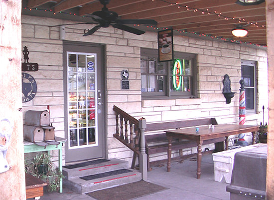 Roy T's Old Salado Bakery: The Patio