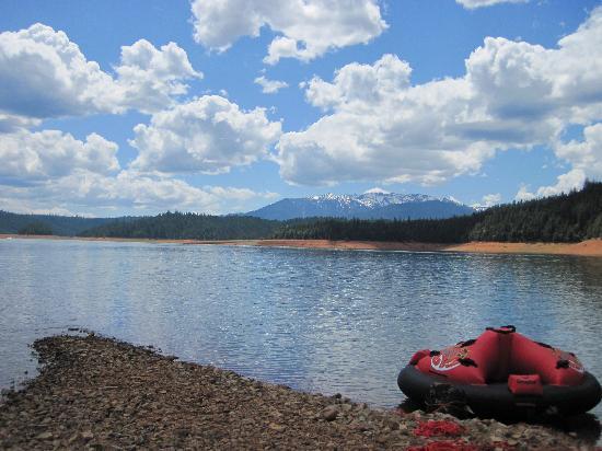 Trinity Lake Resorts & Marinas: Very scenic lake & area