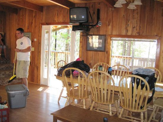 Trinity Lake Resorts & Marinas: Dining area with view of deck