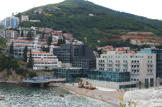Avala Resort & Villas : View of the hotel complex from Budva Old Town
