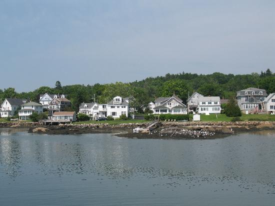 ‪بووثباي هاربور, ‪Maine‬: Homes along Boothbay Harbor June 2010‬