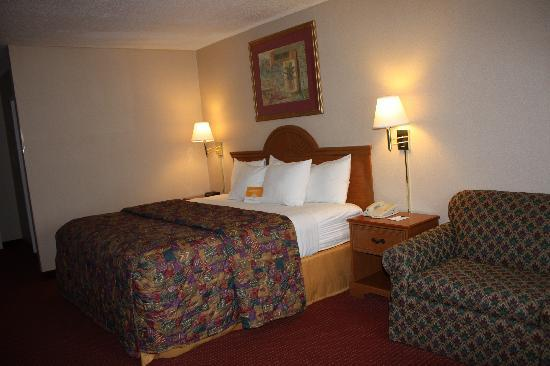 La Quinta Inn & Suites Aberdeen-APG: Sleep, relax, recharge.  Microwave and refrigerator in every room