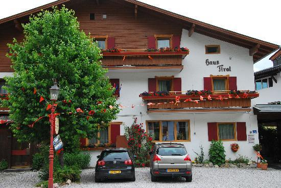 Haus Tirol Kaprun: Haus Tirol orange style during soccer WC