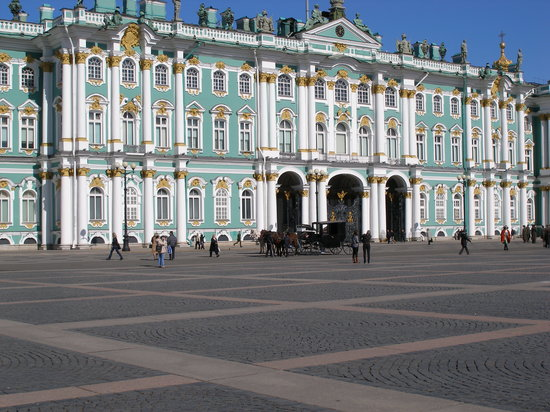 Renaissance St. Petersburg Baltic Hotel: Hermitage Museum - 12 minute walk from hotel