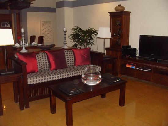 Serene Pavilions: Lounge