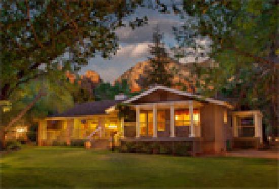 Creekside Inn at Sedona: Creekview Lawn