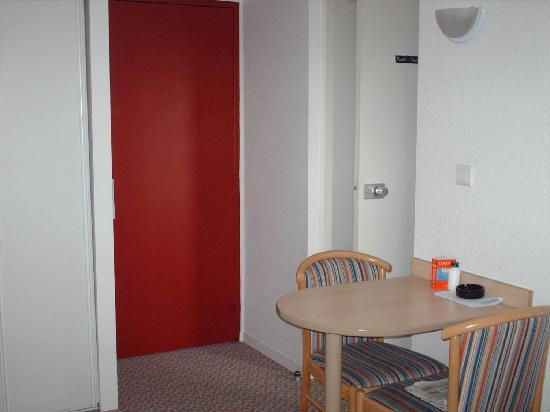Adagio Access Paris La Villette : Entrada apartamento