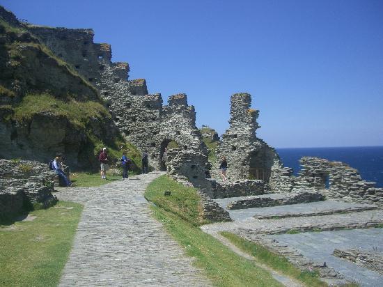 Lan-Y-Mor: Tintagel Castle Ruins