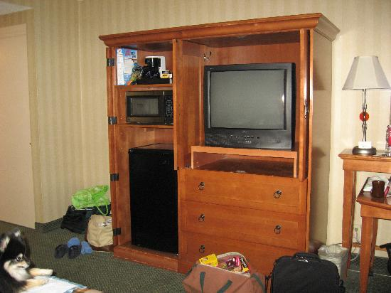 Red Lion Inn & Suites Missoula: microwave and refrigerator