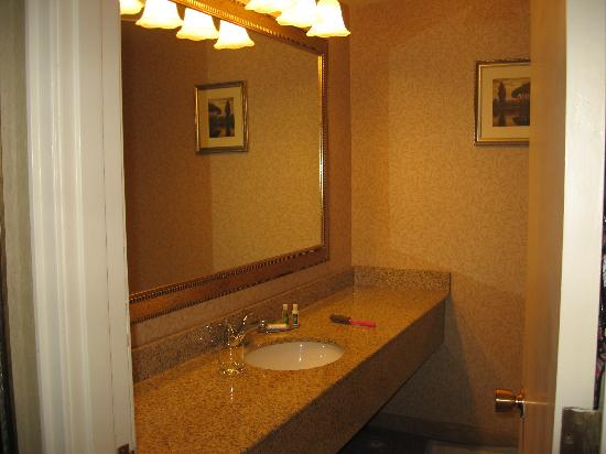 Red Lion Inn & Suites Missoula: bathroom