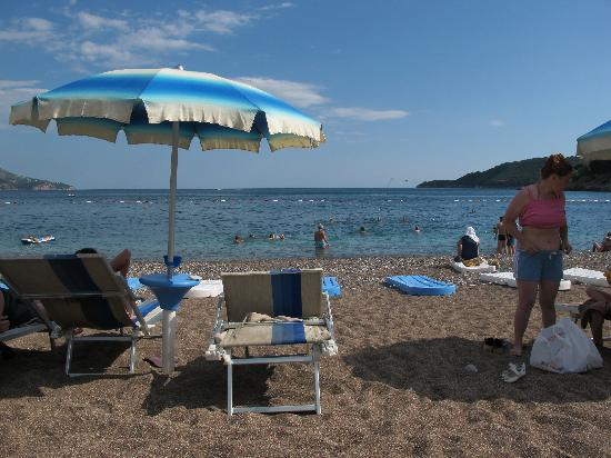 Mediteran Hotel & Resort : Hotel's beach