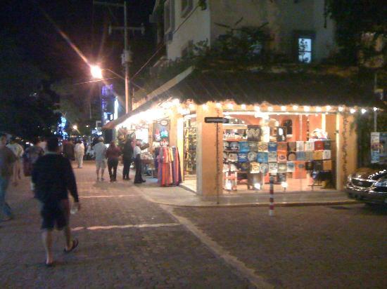 5th Avenue (Avenida 5): tequila bazar
