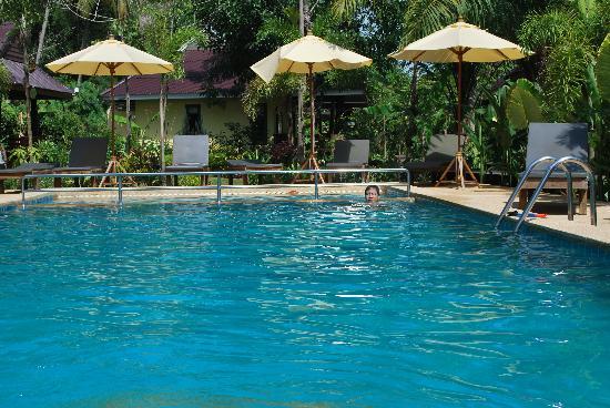 Sunda Resort: pool.....blue!