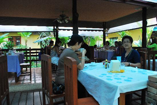 Sunda Resort: breakfast...