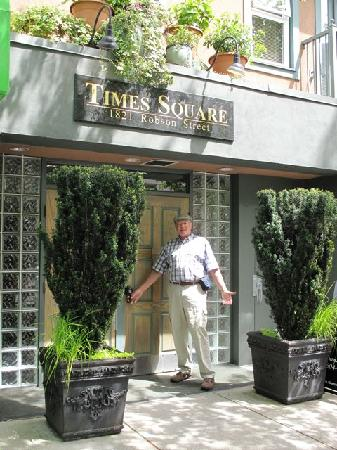 Times Square Suites Hotel : Front Door