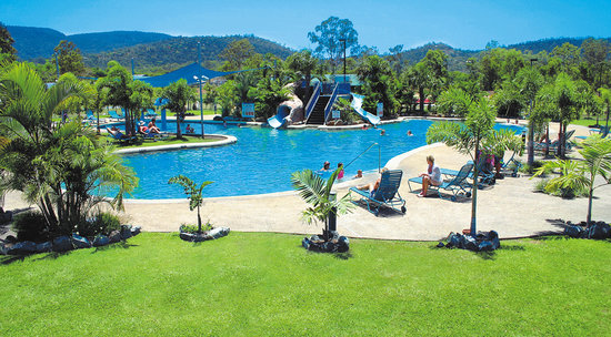 BIG4 Adventure Whitsunday Resort: 32m Lagoon Pool with 2 waterslides