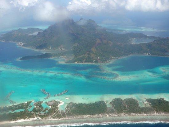 Bora Bora, Polinesia Prancis:                   BB from air