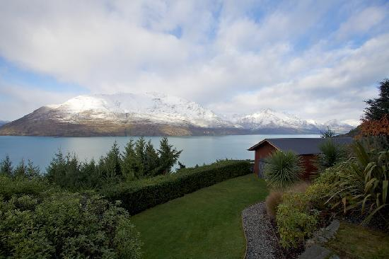 Azur: The view of Lake Wakatipu from your chalet