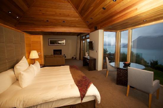 Azur: Sleeping area through to lounge