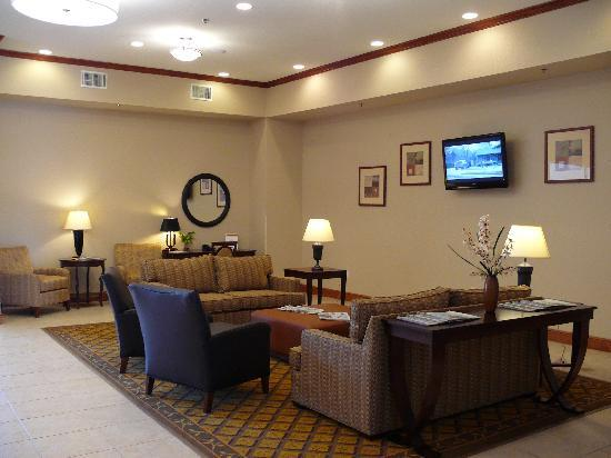 Candlewood Suites Mount Pleasant: Front Lobby Area