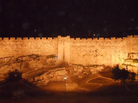 Golden Walls Hotel: Le mura di Gerusalemme dal Golden Tulip