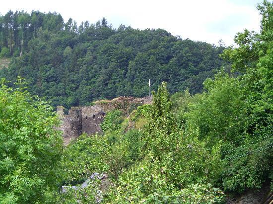 Les Genets: Ourthe-Tal im Frühling