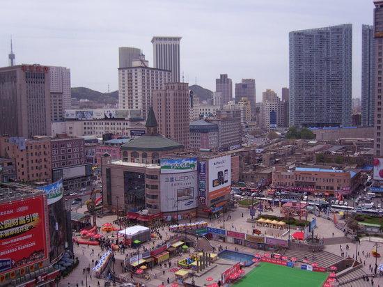 Grand Continent International Hotel: Ausblick ins bunte Treiben der City