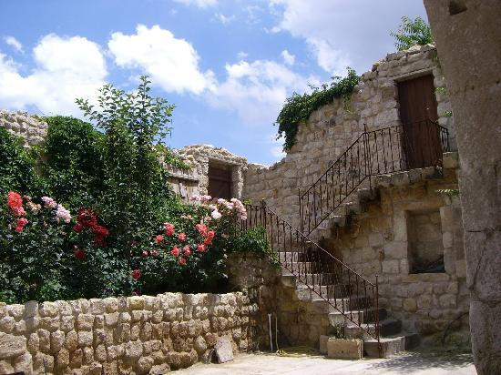 Esbelli Evi Cave Hotel: giardino interno Esbelli Evi