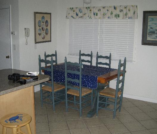 Pony Island Motel: Newly remodeled dining area
