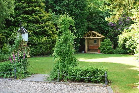 Cae'r Blaidd Country House: Bob' bus shelter!