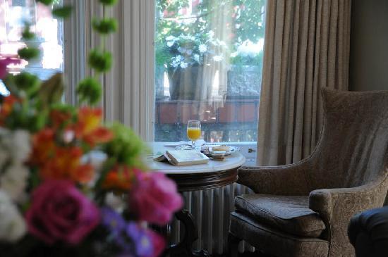 Hotel Belvedere: Breakfast in the parlour