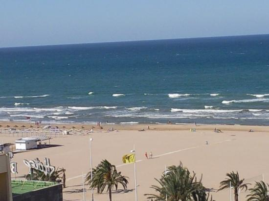 Hotel RH Gijon: la playa y la arena, lo mejor, vista desde la terraza de la habitación.
