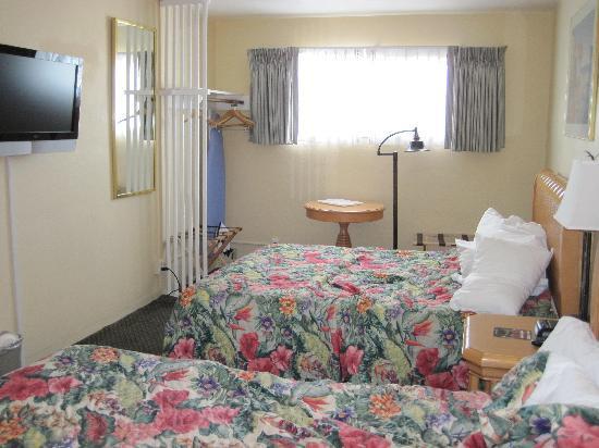 Seaway Inn: The bedroom