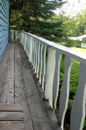 Honeywood Inn: View of the balcony.