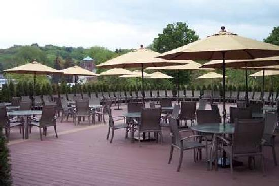Doubletree by Hilton Hotel Tarrytown: Bistro Z Outdoor Patio