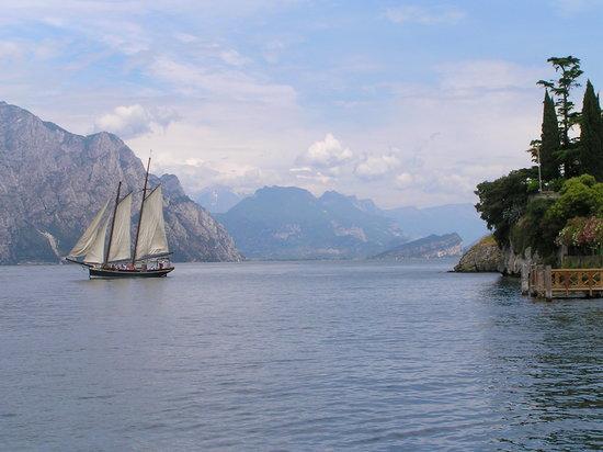 Brione Hotel : North Lake Garda from Malcesine