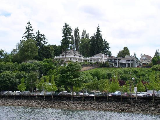 Cedar Cove Inn: View of the Inn from the foot ferry