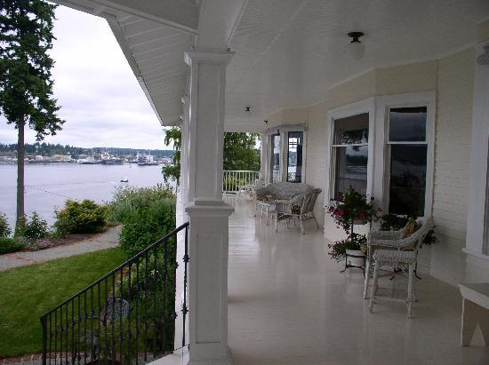 Cedar Cove Inn: Porch
