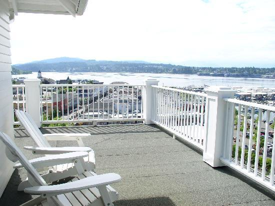 Cedar Cove Inn: Balcony