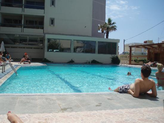 Lomeniz Hotel: the pool