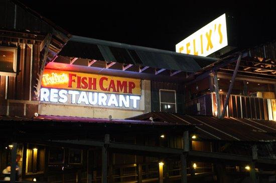What a cool building at night photo de felix 39 s fish for Felix s fish camp restaurant