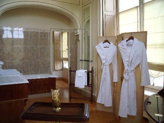 Chambre louis xiii vaste salle de bain picture of for Chambre louis 13