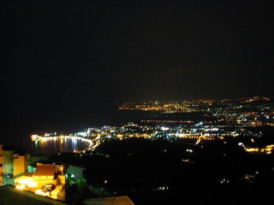 Castelmola, Italia: night view from the room