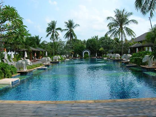 Bandara Resort & Spa: One of the many swimming pools